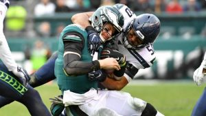 NFL News and Notes: Eagles' Wentz Hurt Again